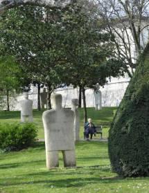 Des sculptures dans Romans