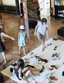 Démonstration de fabrication d'une chaussure
