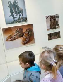 Les petits pieds au musée